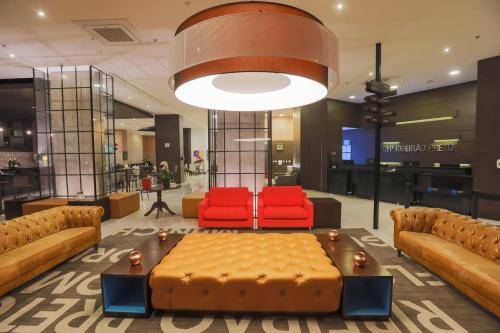 The lounge or bar area at TRYP By Wyndham Ribeirão Preto