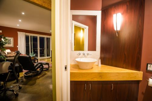 A bathroom at Crooked Tree Guest Suites