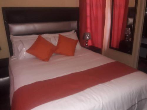 A bed or beds in a room at TerraCotta View Guesthouse