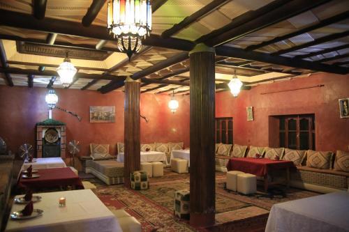 A seating area at Maison d'Hôtes Nouflla
