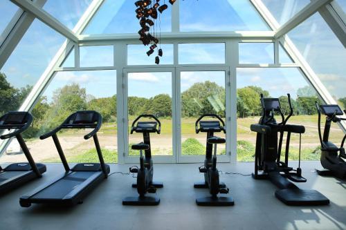 The fitness centre and/or fitness facilities at Van der Valk Hotel Den Haag - Voorschoten