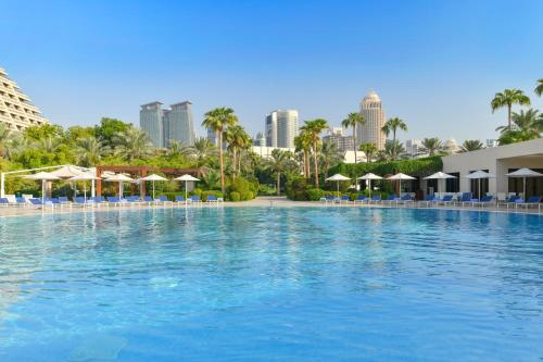 The swimming pool at or near Sheraton Grand Doha Resort & Convention Hotel