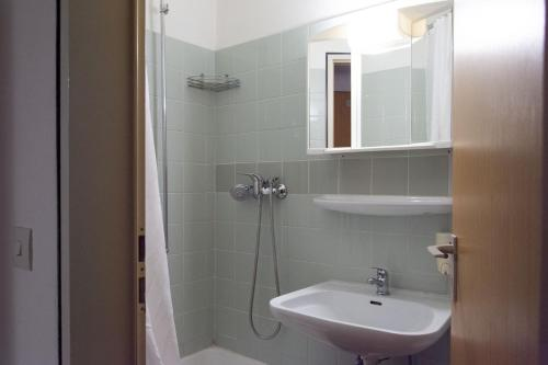 A bathroom at A1 Hostel Nürnberg