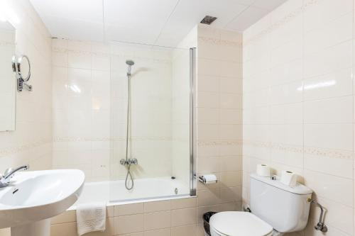 A bathroom at Apartamentos Turisticos Poblado