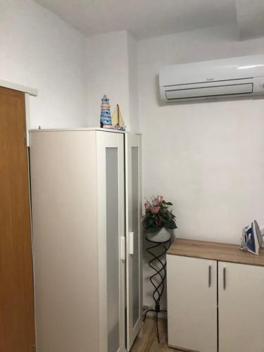 A kitchen or kitchenette at Wohnen auf Zeit