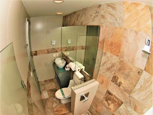 A bathroom at Hotel Vista Hermosa