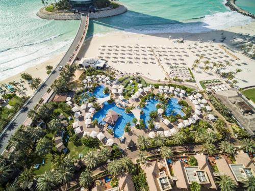 Ett flygfoto av Jumeirah Beach Hotel