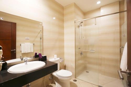 A bathroom at Kuta Central Park Hotel