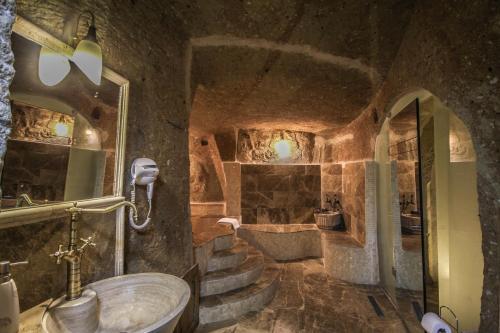 A bathroom at Heaven Cave House - Razziya Evi