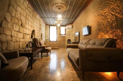 A seating area at Heaven Cave House - Razziya Evi