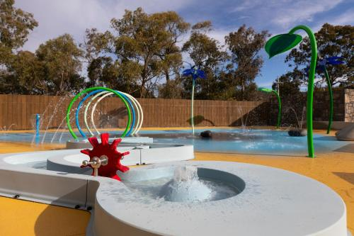 The swimming pool at or near Alivio Tourist Park Canberra