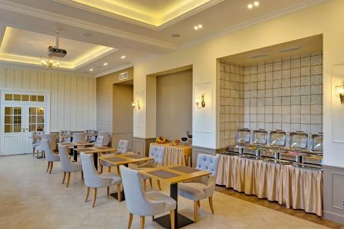 Ресторан / где поесть в Отель Аэрополис