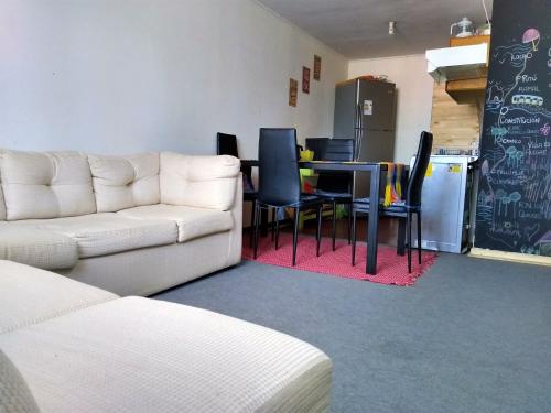 A seating area at Hostal Casa Amarilla