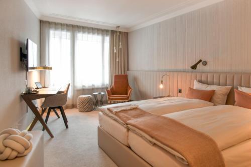 Кровать или кровати в номере Kongress Hotel Davos