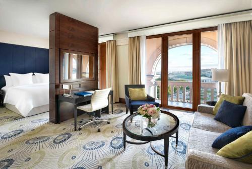 Гостиная зона в Four Seasons Hotel Moscow