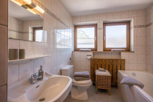 A bathroom at Nagelschmiedhof
