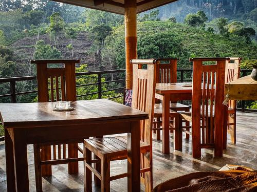 A restaurant or other place to eat at Levon Ella Sri Lanka