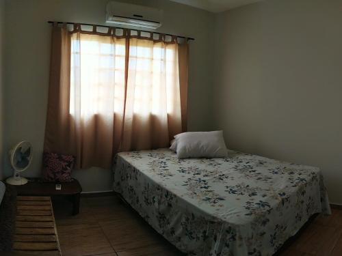 A bed or beds in a room at Casa para temporada Bonito MS