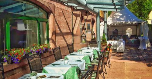 A restaurant or other place to eat at Hotel Kloster Hirsau