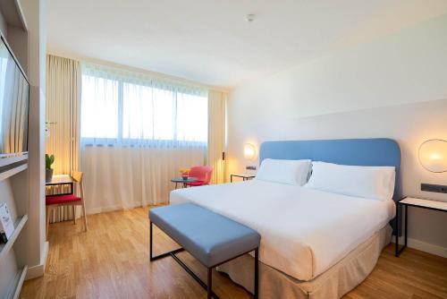 A bed or beds in a room at Eurostars Málaga