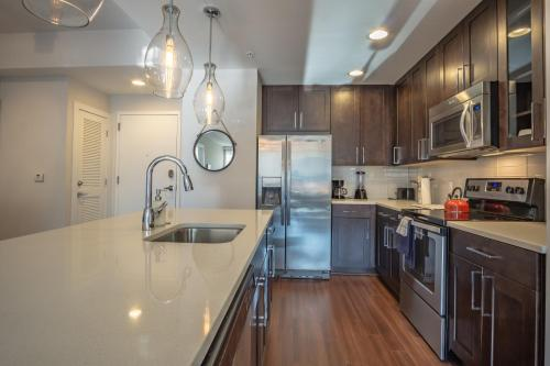 A kitchen or kitchenette at Atlanta Furnished Apartments - Great location in the Heart of the City
