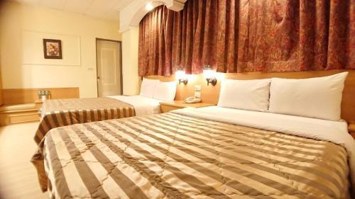 義興旅館房間的床