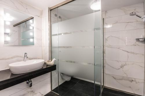 A bathroom at Parkhotel Hachenburg