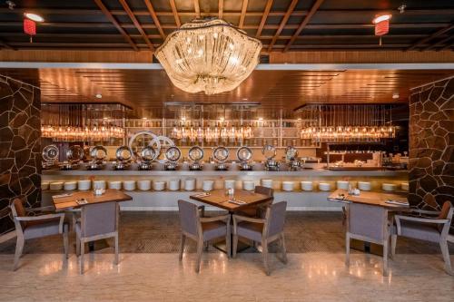 Ein Restaurant oder anderes Speiselokal in der Unterkunft The Wembley – A St Giles Hotel, Penang