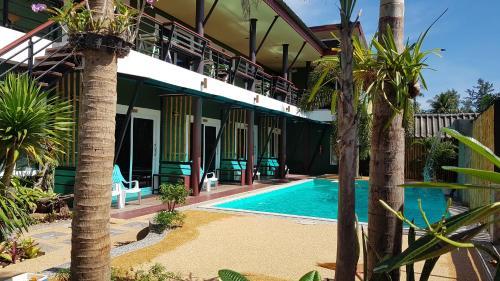 Der Swimmingpool an oder in der Nähe von Riviera Boutique House