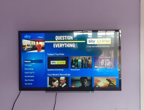 A television and/or entertainment center at Double Room in Honiton House
