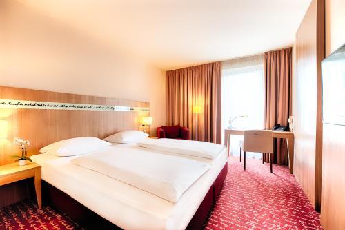 Ein Bett oder Betten in einem Zimmer der Unterkunft Welcome Hotel Darmstadt