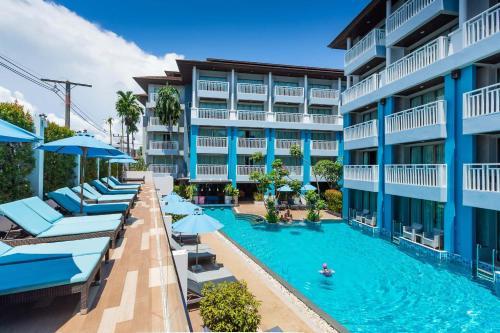 Вид на бассейн в Buri Tara Resort или окрестностях