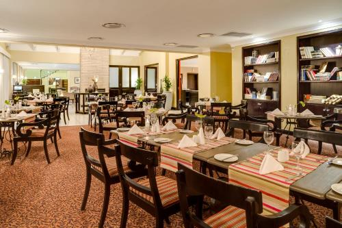 A restaurant or other place to eat at Protea Hotel by Marriott Bloemfontein