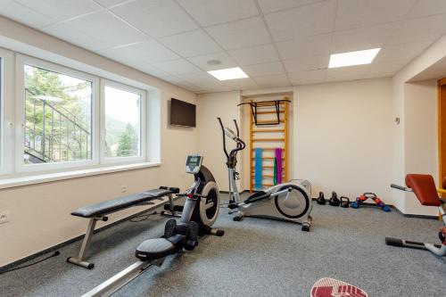 The fitness center and/or fitness facilities at Horský Hotel Kľak