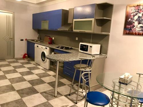 A cozinha ou cozinha compacta de 28 Mall in center Baku new building