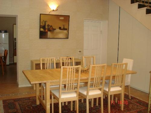Um restaurante ou outro lugar para comer em Neftçilər Prospekti 131metro SAHIL