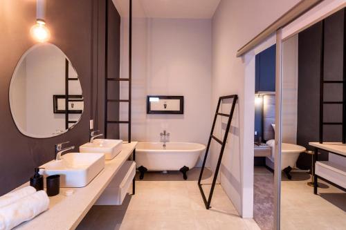 A bathroom at Nova Boutique Hotel, spa and conference