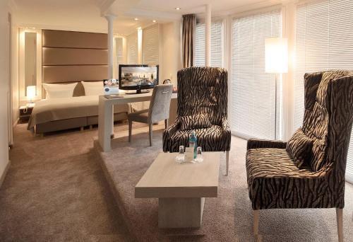 Ein Sitzbereich in der Unterkunft Thomas Hotel Spa & Lifestyle