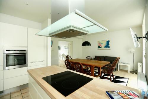 A kitchen or kitchenette at Hotel 9 små hjem