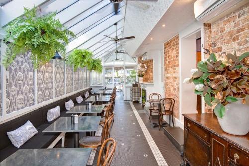 The Hughenden Boutique Hotel tesisinde bir restoran veya yemek mekanı