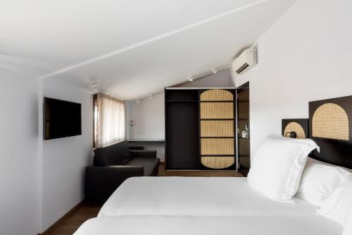 A bed or beds in a room at Hotel Astoria