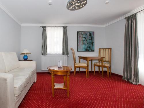 A seating area at Hotel Kaiserworth Goslar