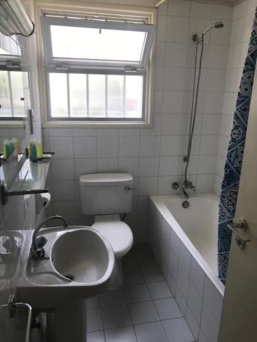 A bathroom at Daphne Hotel Apartments