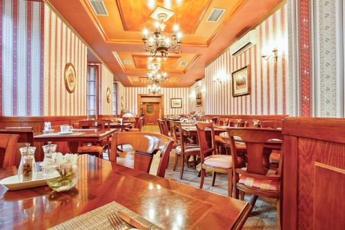 A restaurant or other place to eat at Chateau St. Havel - Wellness Hotel