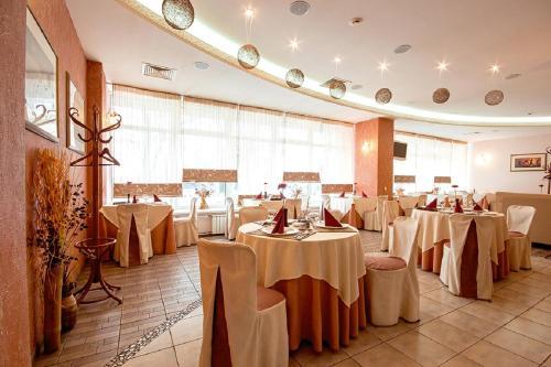 Ресторан / где поесть в Гостиница Полет