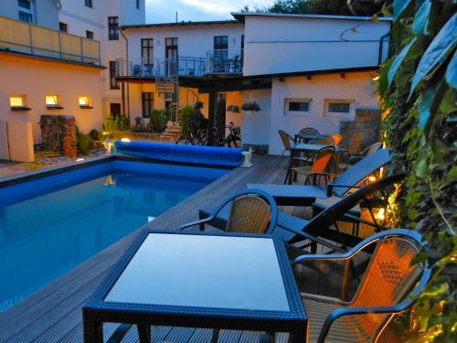 Der Swimmingpool an oder in der Nähe von Haus Alexander