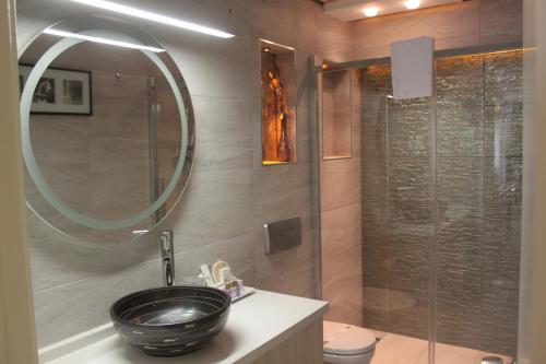 A bathroom at Tempo Residence Comfort Izmir