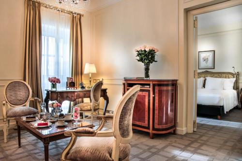 A restaurant or other place to eat at Alvear Palace Hotel - Leading Hotels of the World