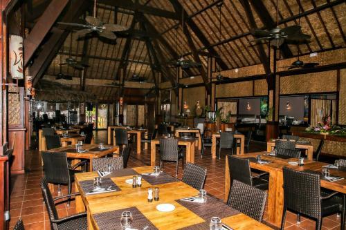 Um restaurante ou outro lugar para comer em ROYAL BORA BORA