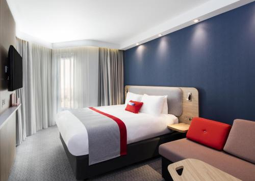 A bed or beds in a room at Holiday Inn Express Belfast City, an IHG Hotel
